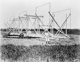 [ Jansky and his antenna in Holmdel ]